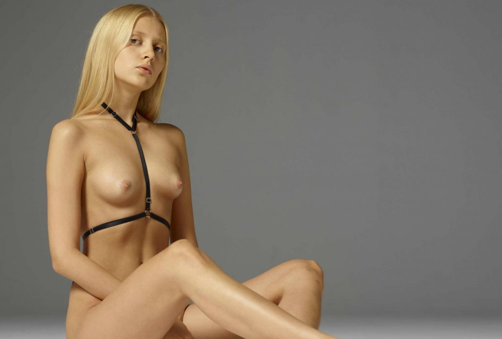Sweet Blonde Showing Her Naked Beautiful Body